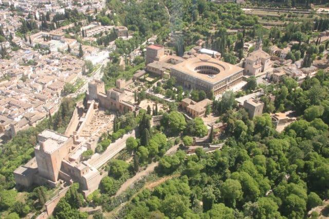 La Alhambra En Granada Ciudad De Vacaciones