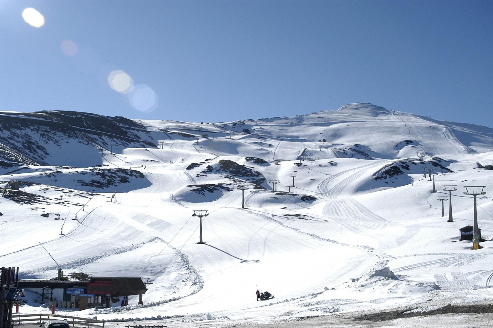 sierra nevada borreguiles ski instructor